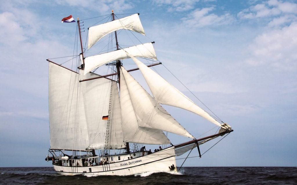 Skibet Flying Dutchman for fulde sejl