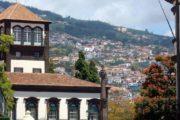 Funchals boligkvarter breder sig op ad bjergskråningen
