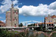 En klassisk hollandsk vippebro i Enkhuizen