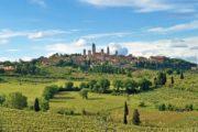 Den lille by San Gimignano på en bakketop