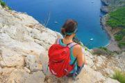 Udsigt ned i en lille bugt på Alcudia halvøen