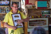 Lokal biavler fortæller om bierne