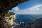 Udsigt over havet fra grotte