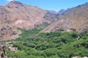 Udsigt over frodig dal i Atlasbjergene