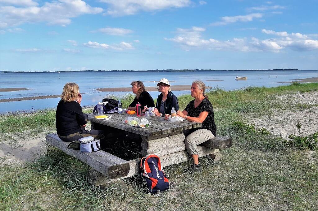 Velfortjent pause på vandreturen fra Århus til Kaløvig
