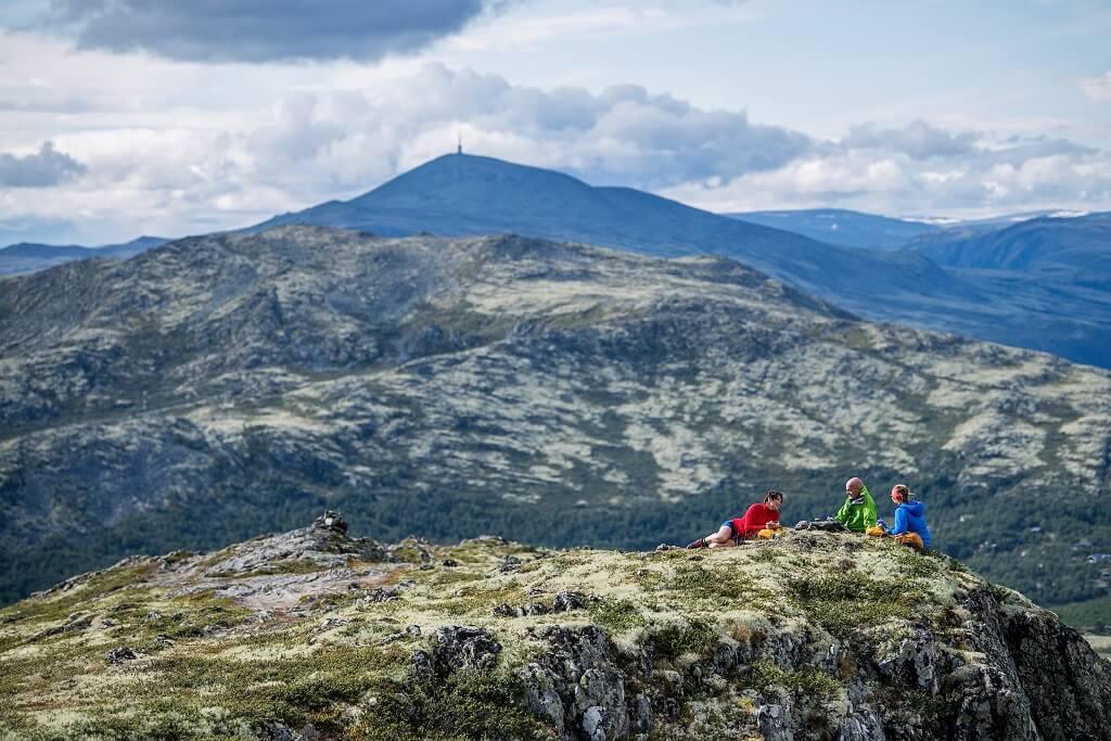 Vandring til toppen af fjeldet. ©Yngve Ask Scanout