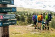 Tydelige skilte viser vej på vandreturen. ©Yngve Ask Scanout