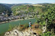 Vandring langs Rhinen med udsigt til smukke byer